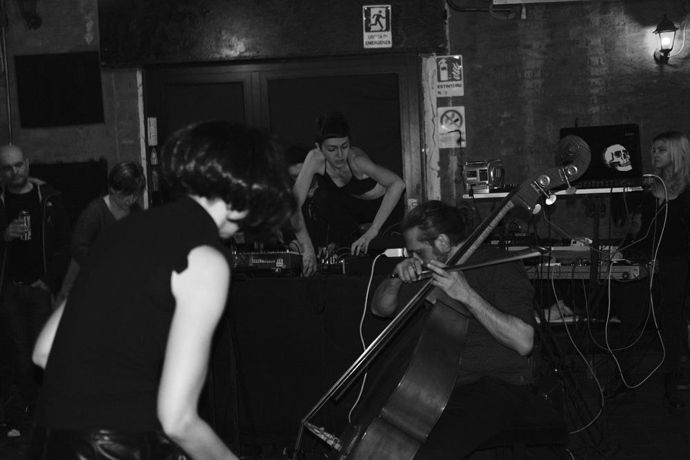 Laura Ulisse & Agata Torelli [performers] + Andrea Lamacchia (ph: Mario Guida)