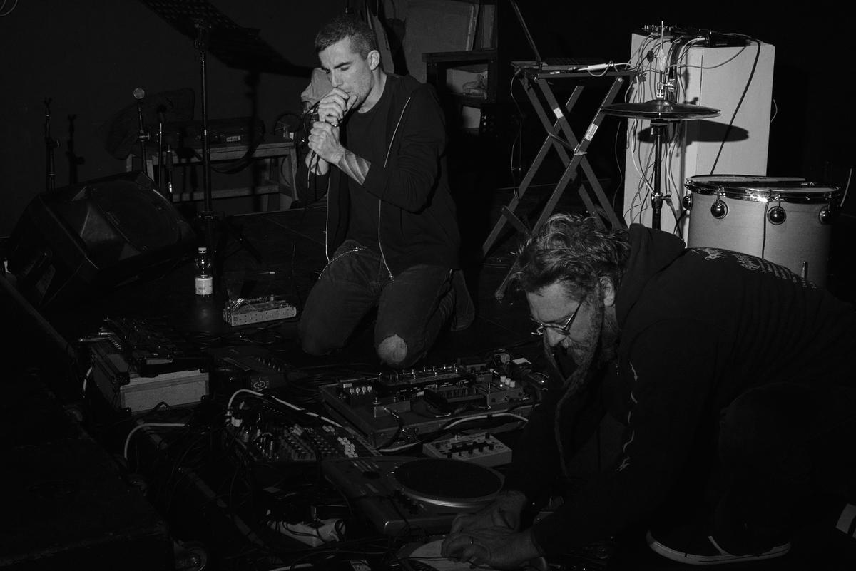 Nàresh Ran Ruotolo (DIODRONE) _Vocals & Drones + Bruno Dorella (OVO) _Drums/Electronics (ph: Mario Guida)